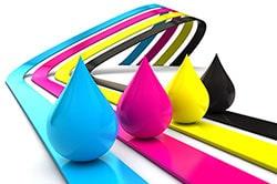 L'impression « Jet d'encre » est réalisée par la projection de micro-gouttes d'encre sur le support , technique adaptée pour imprimer des étiquettes couleurs (CMJN).